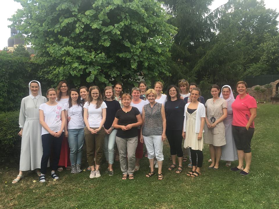 Z duchovných cvičení pre ženy a dievčatá v Trnave