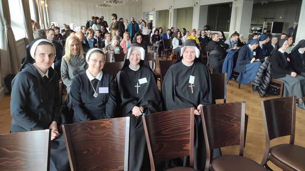 Piate stretnutie biskupov, laikov a zasvätených